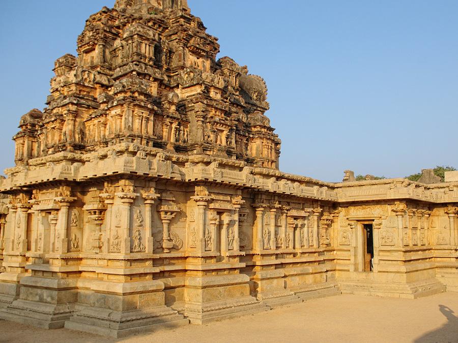 Лепешки со специями и древний город Хампи удивили посетителей центра «Забота» в Индии