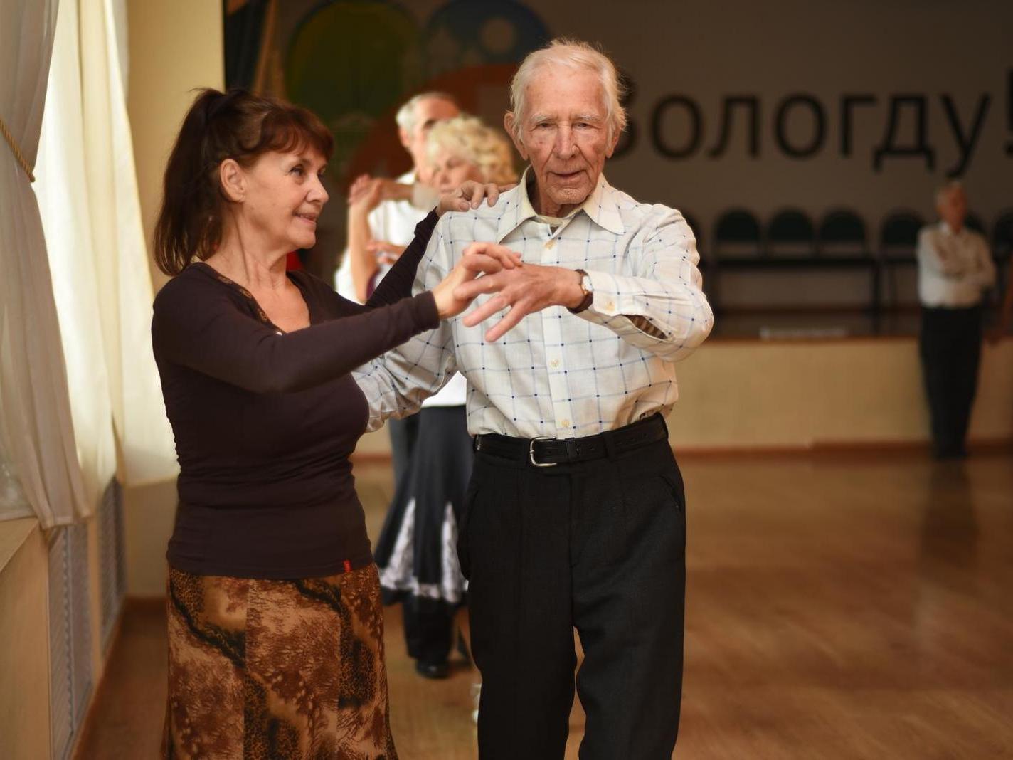 В «Салоне на Афанасьевской» кружились в танцах ветераны «Заботы»