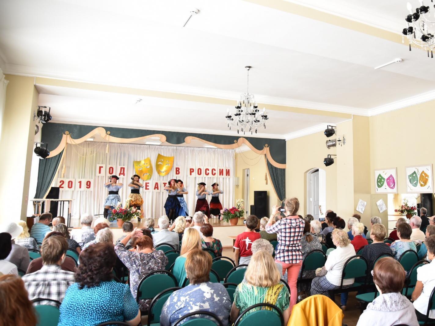 Первый театральный фестиваль прошел в центре «Забота»