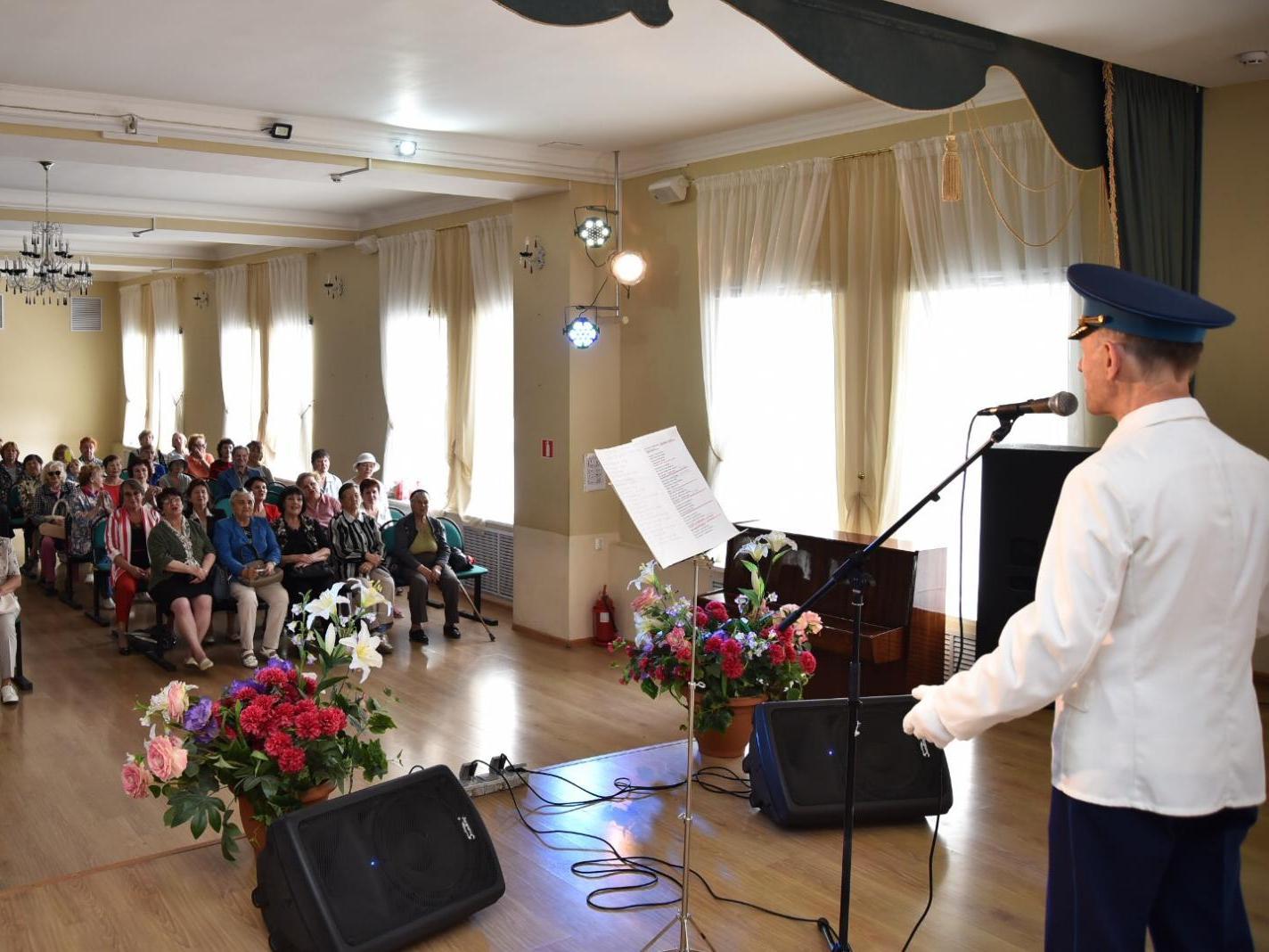 Музыкальная встреча «Песни моей Родины» прошла в центре «Забота» Вологды