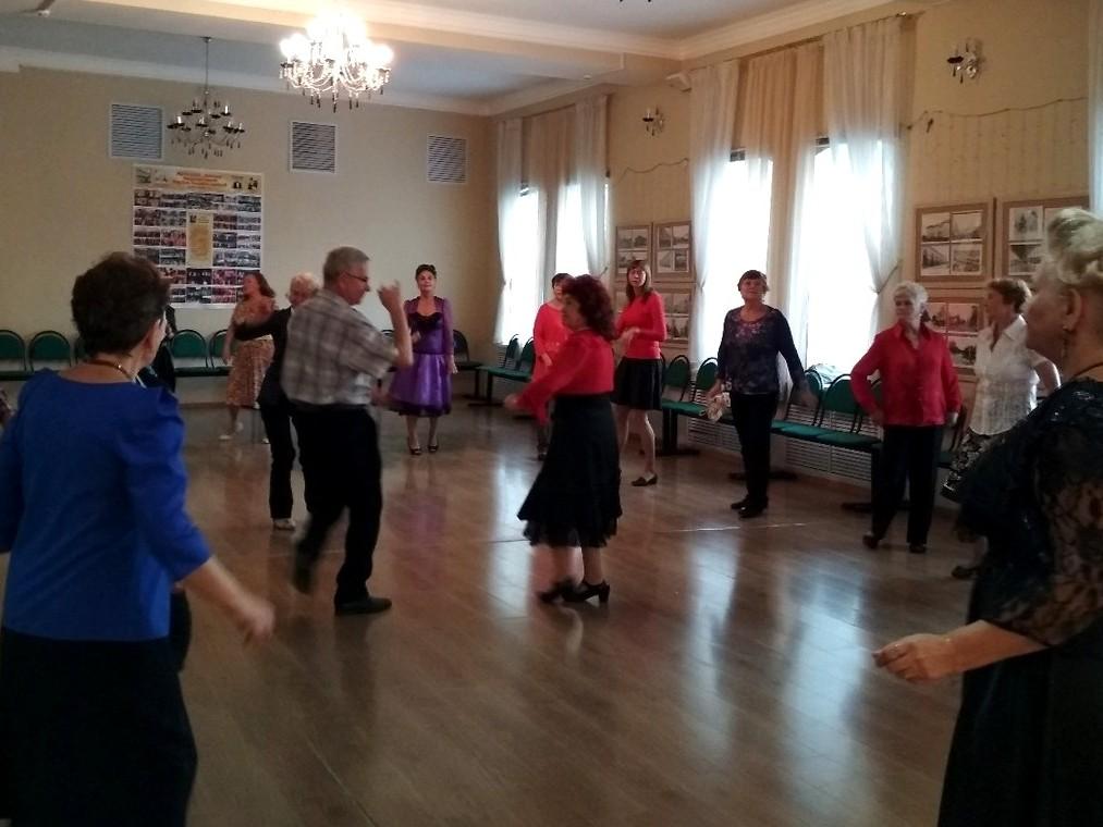 Танцевальный сезон открывают посетители центра «Забота»