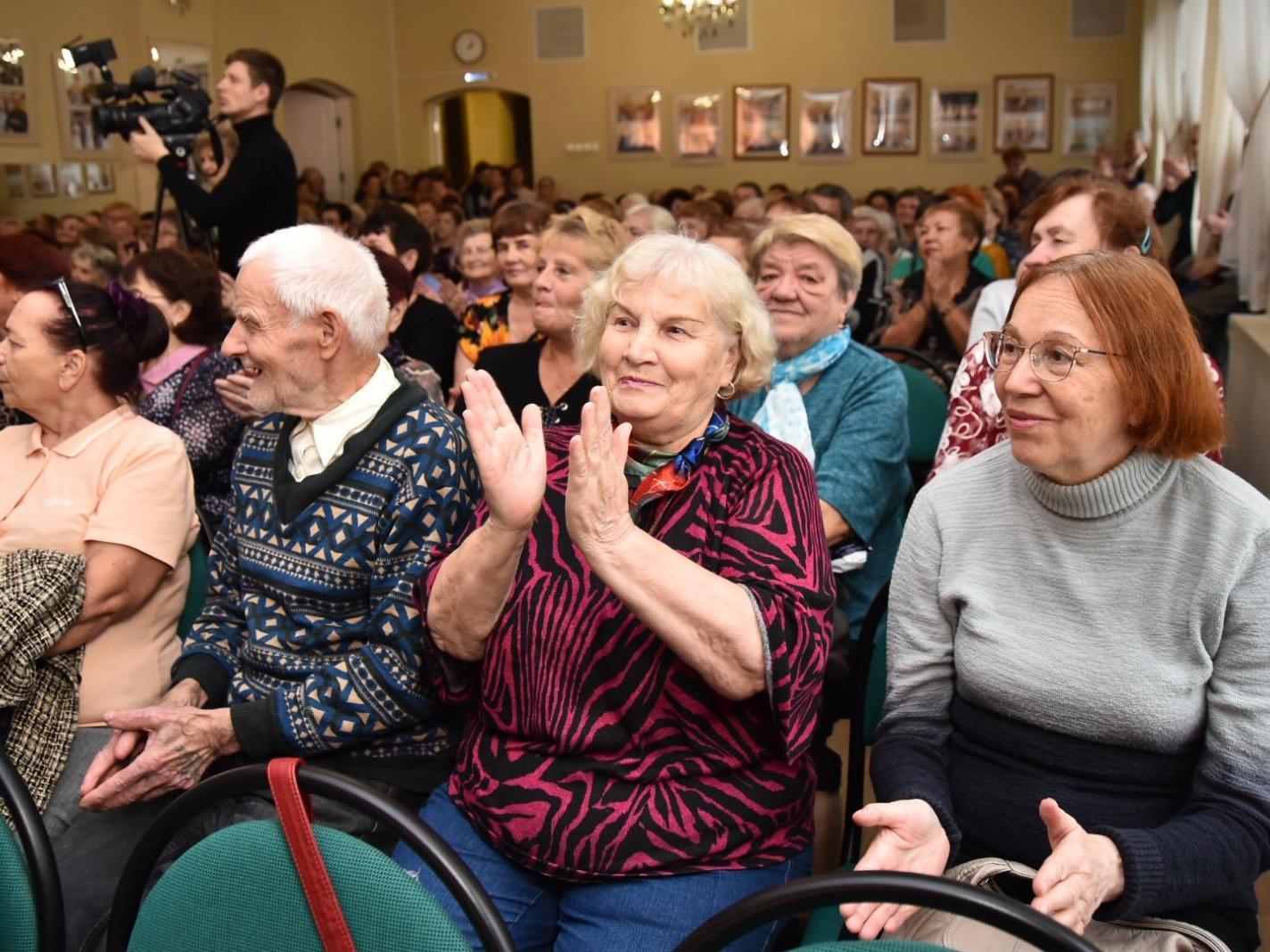 Патриотичными песнями и стихами поздравят ветеранов ФСБ творческие коллективы города