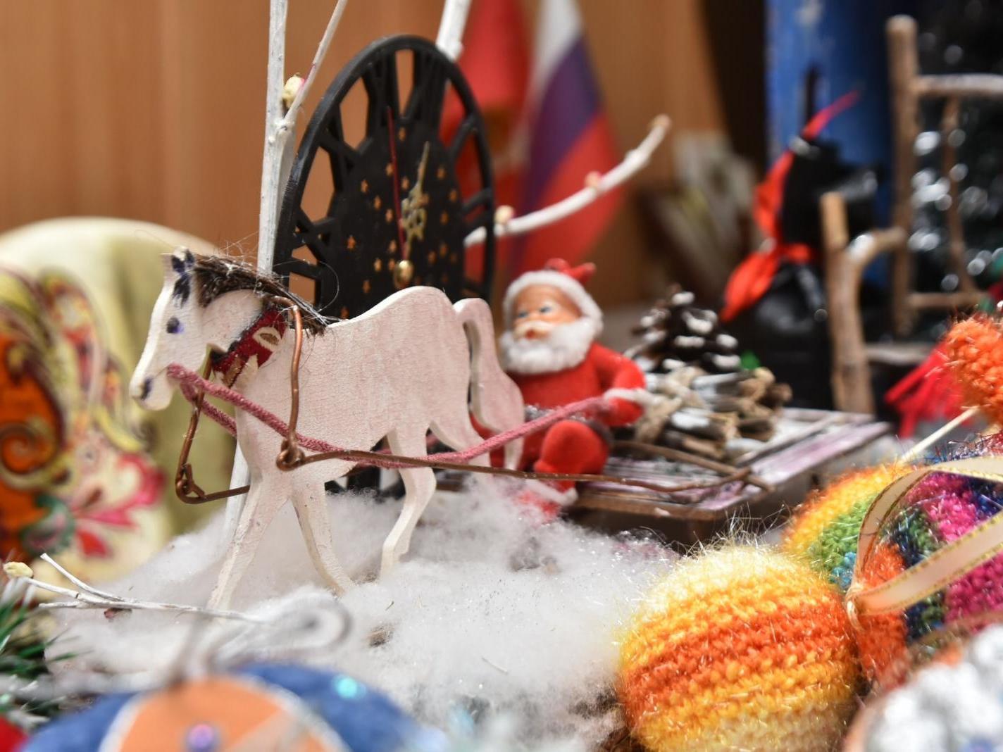 Жители Вологды пополнят «Кладовую Деда Мороза» новыми новогодними игрушками