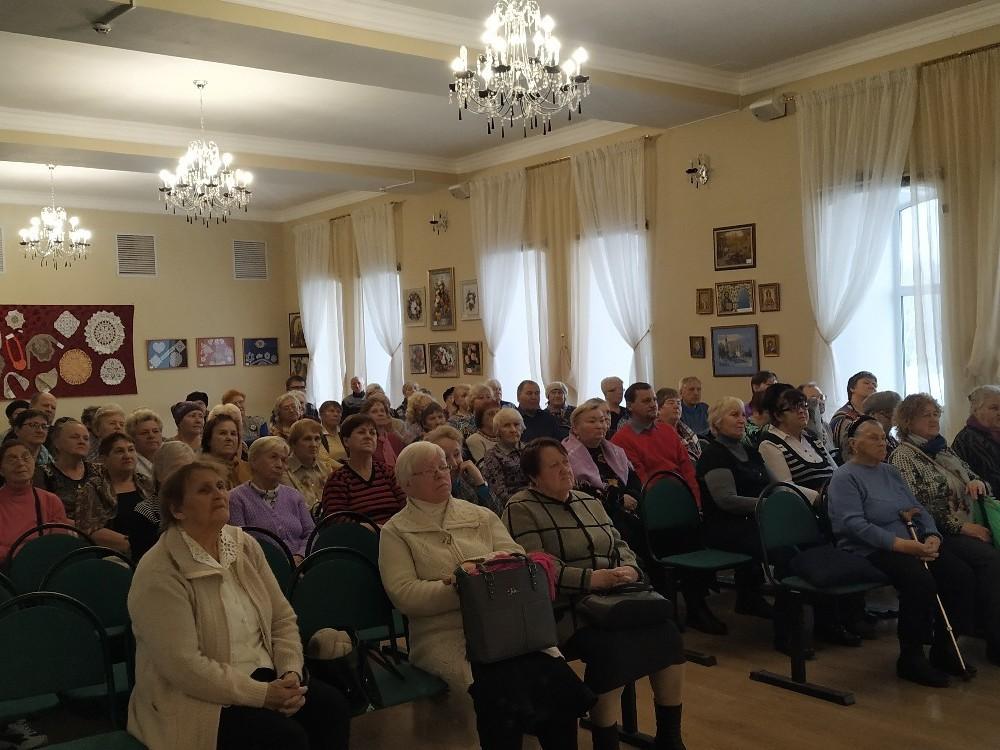 Авторские песни и стихи прозвучали на концертной программе в «Заботе»