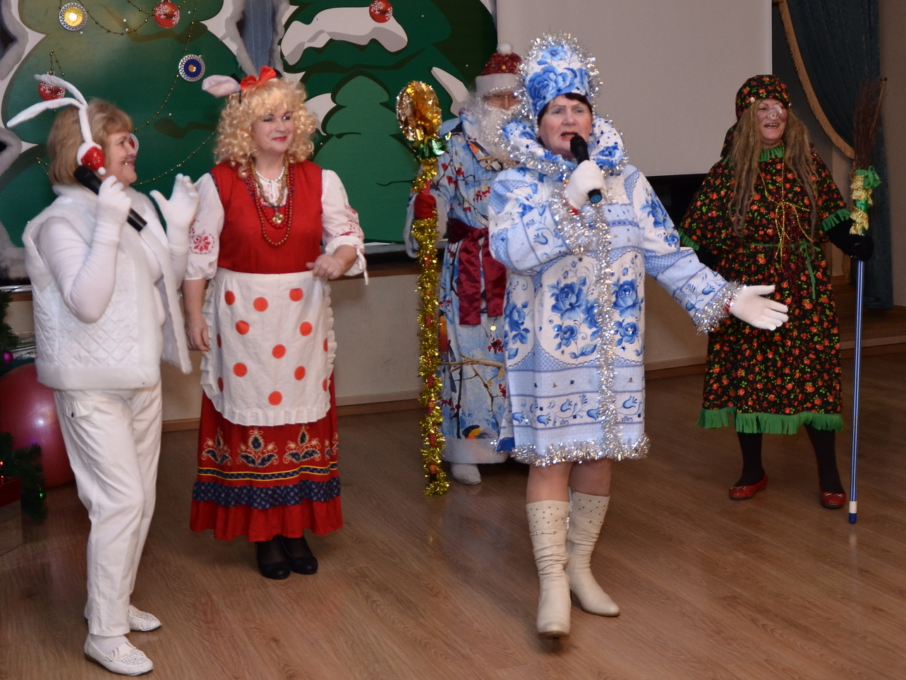 В карнавальных костюмах отметят Новый год вологжане «серебряного» возраста