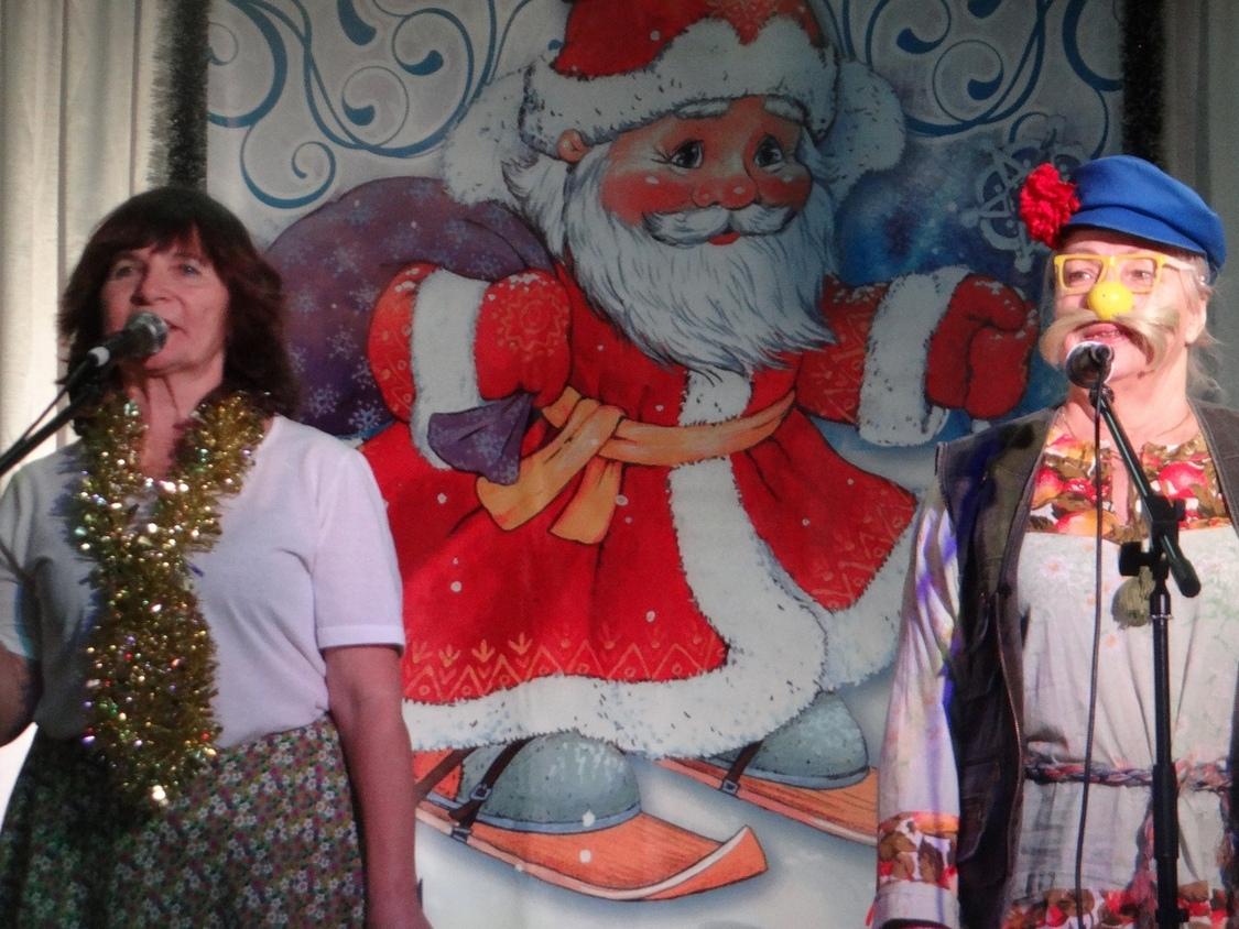 Творческие коллективы центра «Забота» подарили вологжанам новогоднее настроение